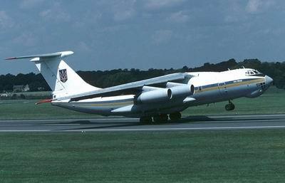 Самолет Ил-76 в киевском аэропорту Борисполь