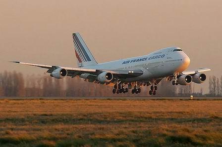 Air France заставит полных людей платить за два места