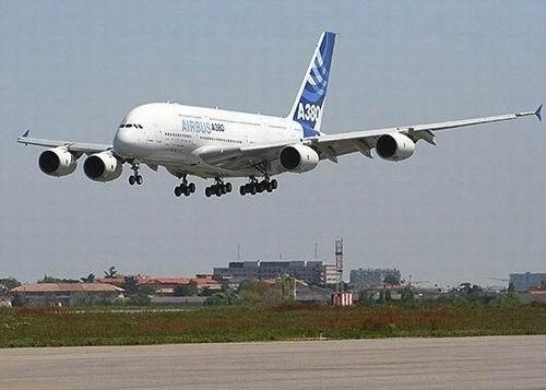 Самолет Airbus A380 - фото