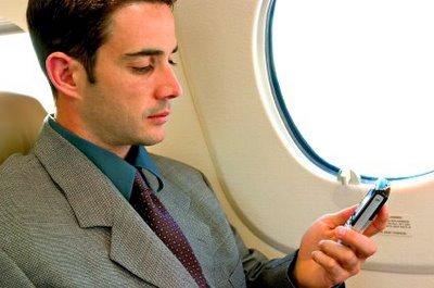 В самолетах могут разрешить пользоваться телефоном